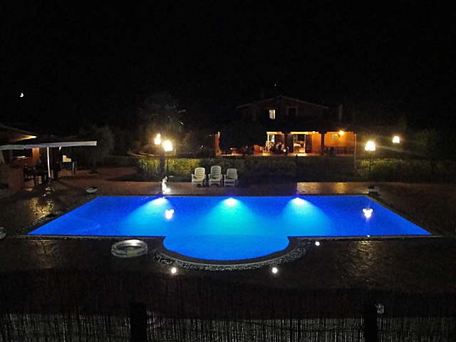 Agriturismo la Valle di Ceri con piscina luci cangianti