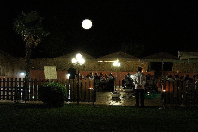 Matrimonio a bordo piscina, notturno alla Valle di Ceri
